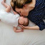 Le coccole lasciano tracce nei geni dei neonati